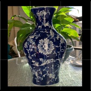 Accents - Vase Blue and White